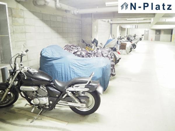 バイク置場は屋内にございます♪