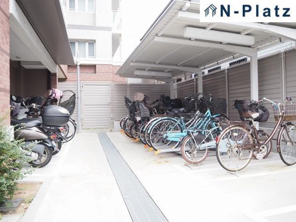 バイク置場・駐輪場は屋根付です♪