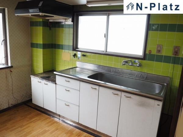 独立キッチンでゆっくりお料理できます♪ 二面採光で換気もばっちりできます◎