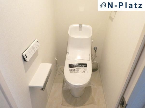 温水洗浄フロアタイル張替、温水洗浄便座付トイレ新調(令和2年5月)
