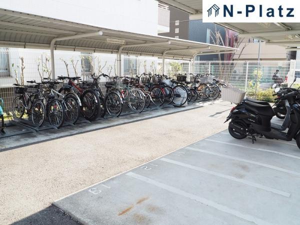 駐輪場は屋根付です♪