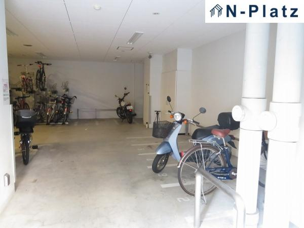 バイク置場・駐輪場は屋内にございます♪